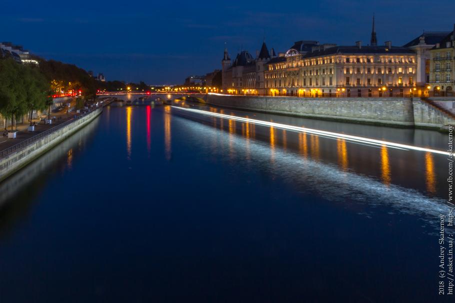Сингл. Париж, Сена, вечер.