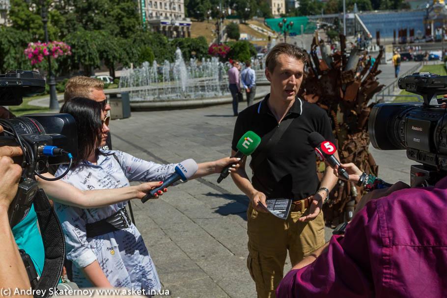 Железный Трон Востока – на Майдане!